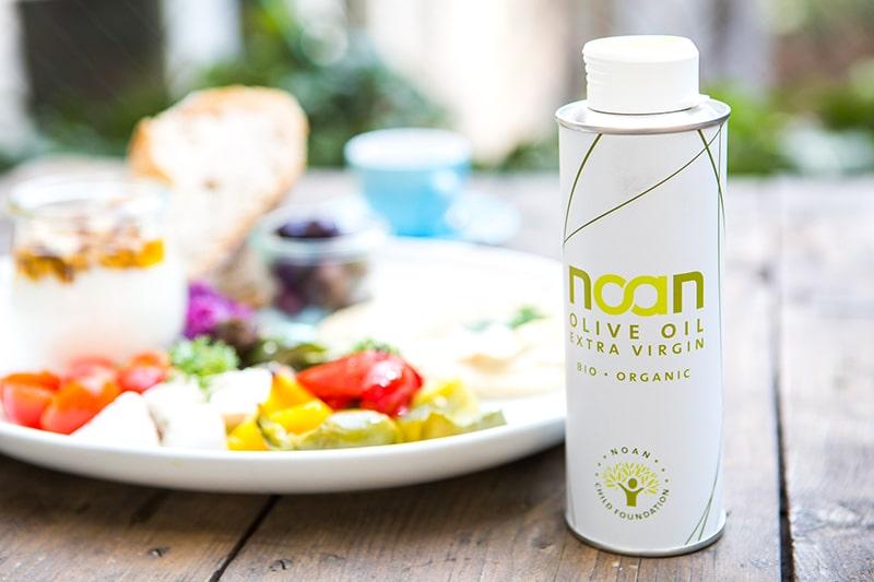NOAN Olivenöl bei Tisch