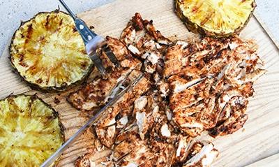 gegrilltes Hühnerfleisch und Ananas