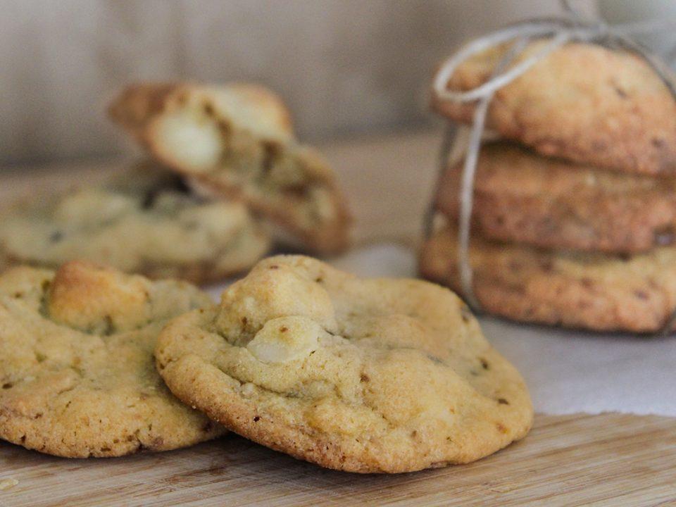 Macadamia Cookies mit weißer Schokolade