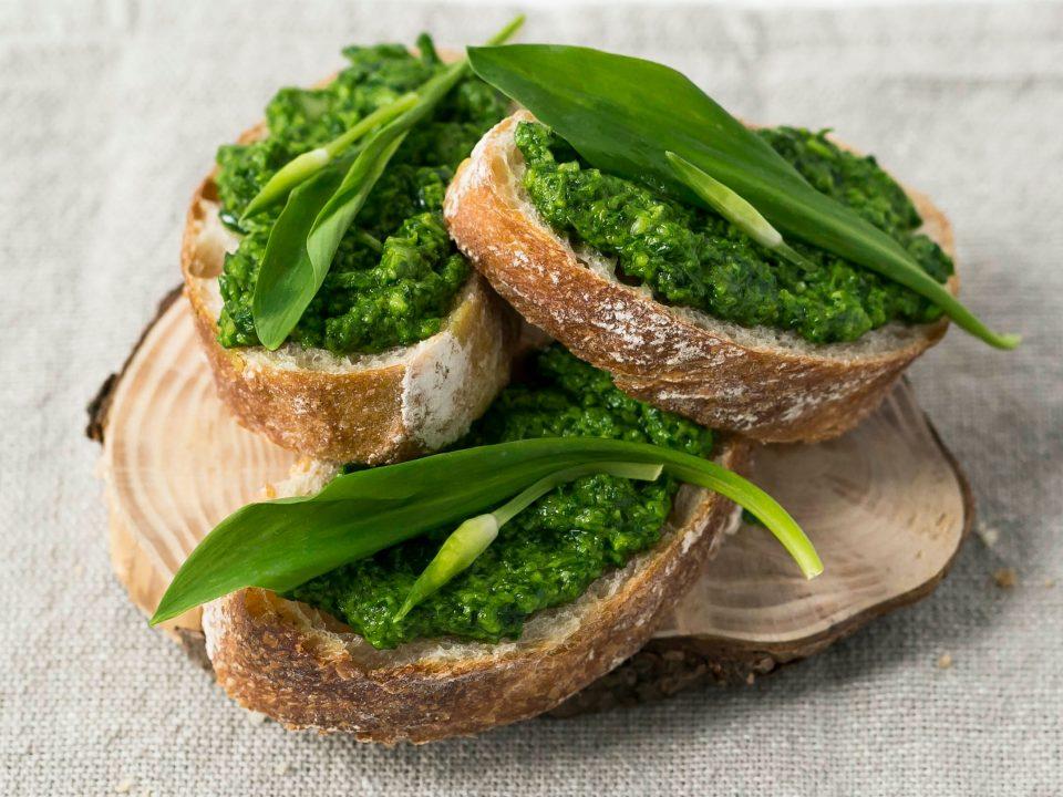 Würziges Bärlauch-Macadamia-Pesto
