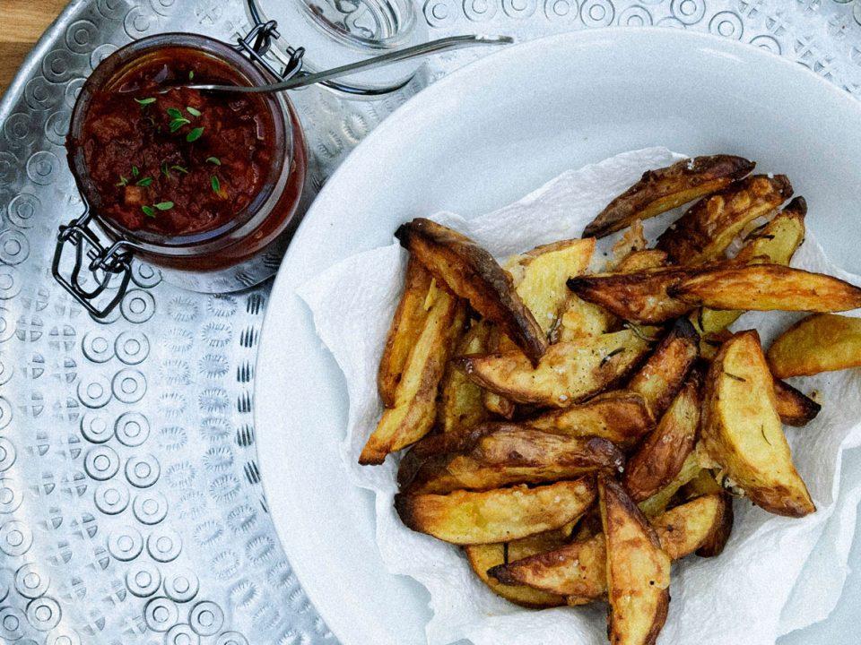 Parmesan-Potatoe-Wedges mit Bier-BBQ-Sauce