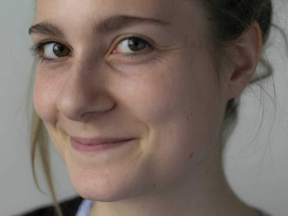 Portrait Stephanie mit Fokus auf Wimpern
