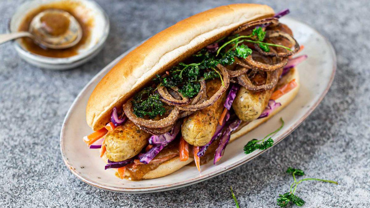 Vegetarische Hot-Dogs mit Rotkraut und HERMAN Würstchen